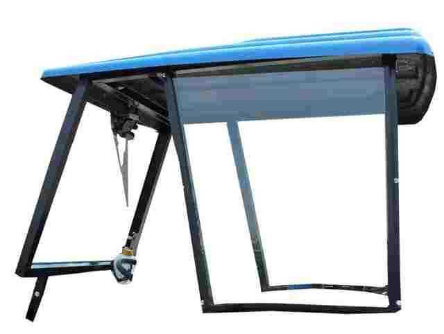 A Capota Agroleite possui desenvolvimento especifico com estrutura metálica desenvolvida em perfis de fabricação própria elaborado a partir de bobinas de aço carbono SAE 1008/1010.